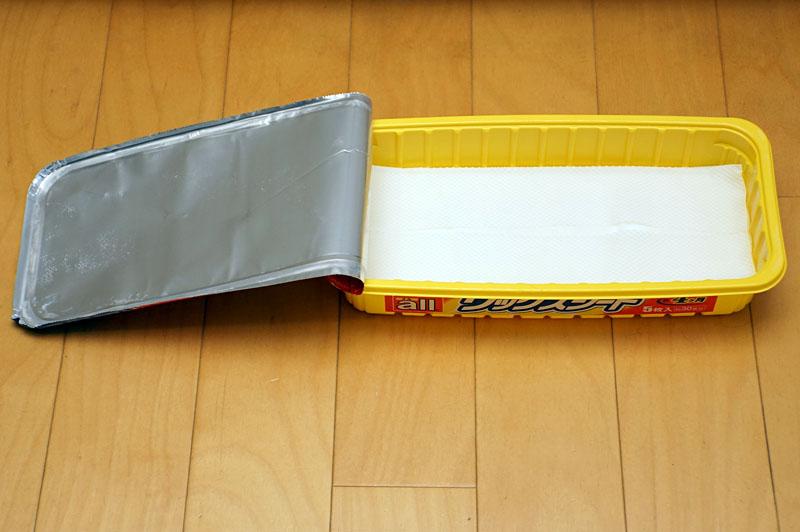 これもパッケージが保存容器になっている。ヘッドを直接入れシートを手軽に装着できる点も同じ