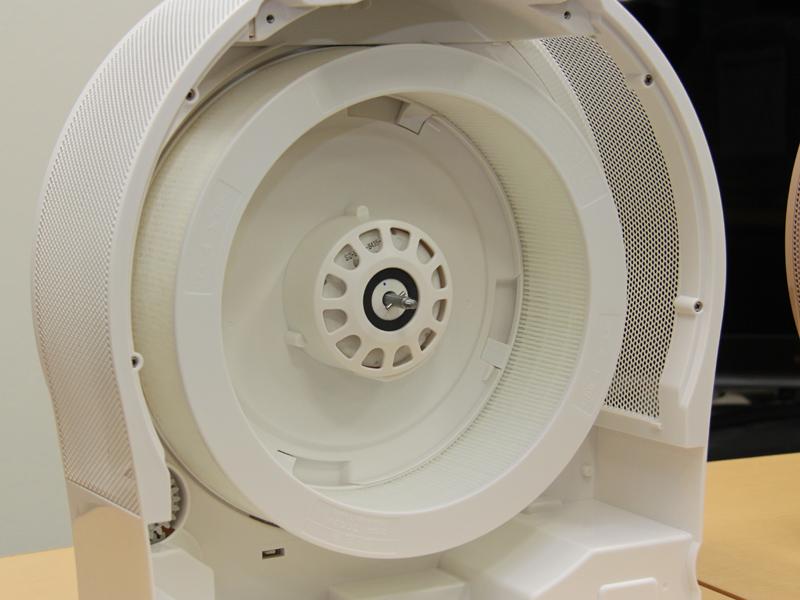 空気清浄フィルターも取り外したところ。ここまで分解できる。