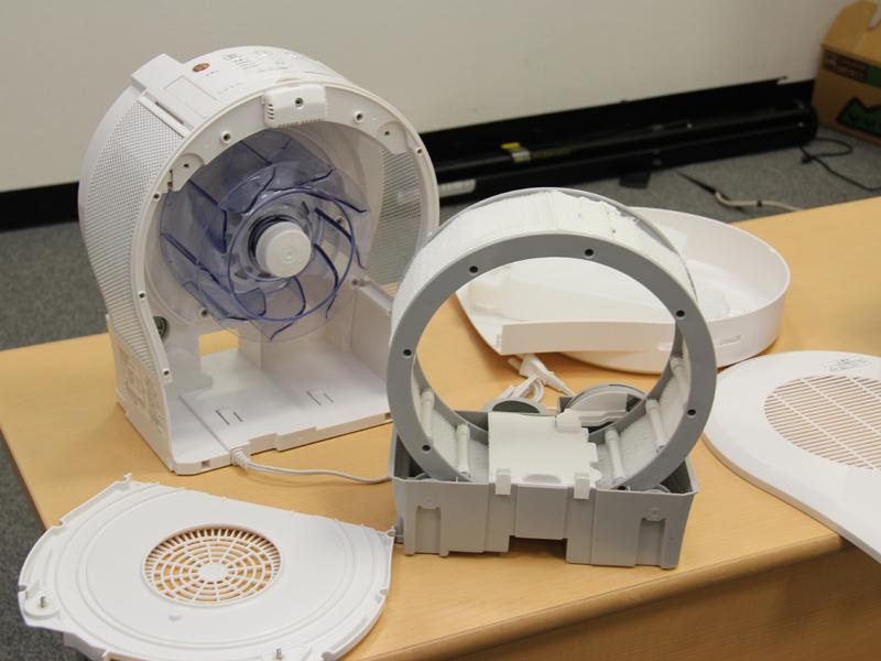 加湿器のuLosも、本体内部がファンまで分解して掃除できる点が特徴だ