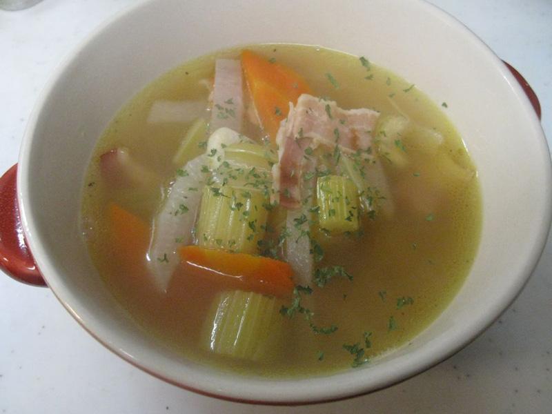 15~20分程度煮込むだけ、やわらかく滋味豊かな野菜スープが完成する