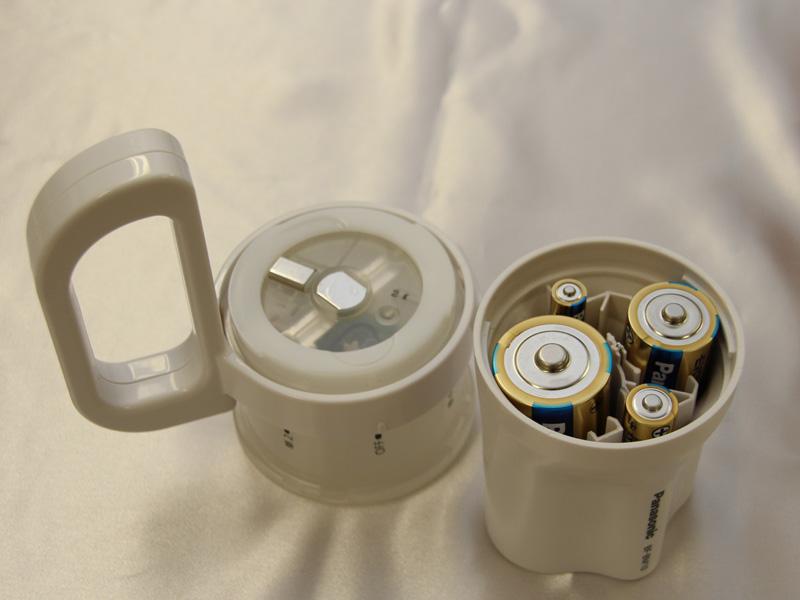 4種類の電池はそれぞれ独立して配置されている