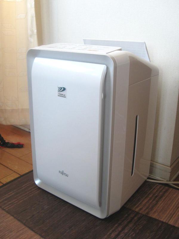 富士通ゼネラル 加湿脱臭機「PLAZION」DAS-303Bはリビング用。脱臭機能は20畳まで加湿機能は14畳まで対応する