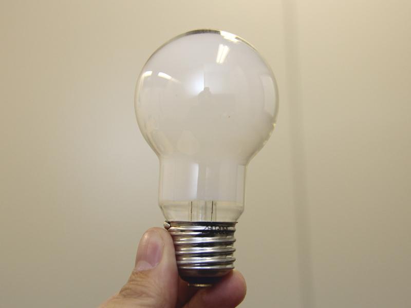 電球内部を白く加工する「シリカ電球」も、パナソニック独自の技術。従来よりも眩しさを抑える効果があるという