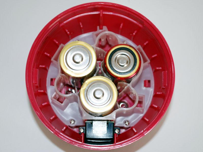 単二乾電池を入れて、上から見る