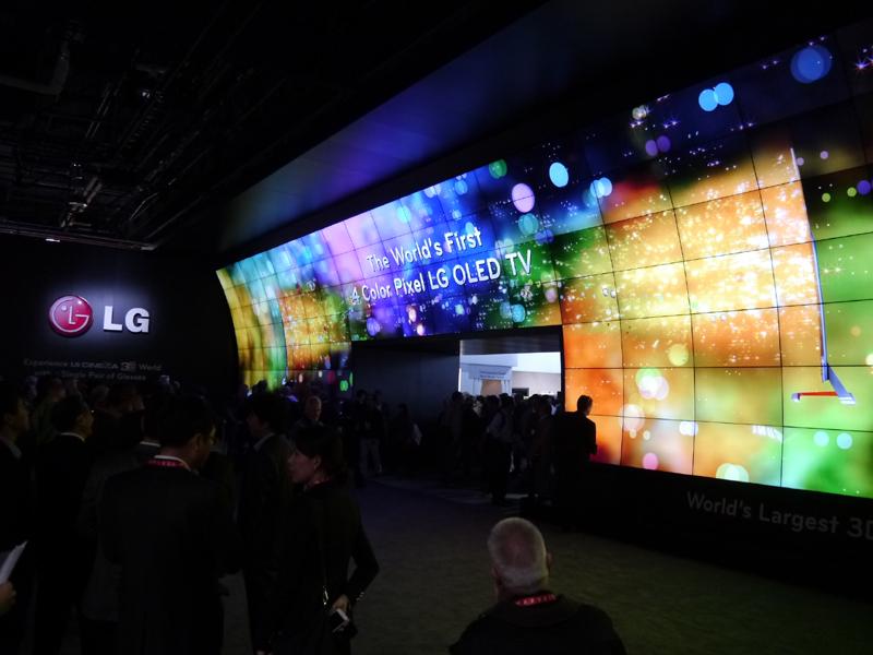 LG電子の展示では定番となりつつある超大型 3D ビデオウォール