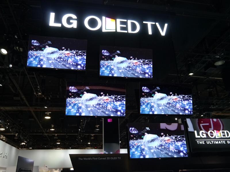 有機ELテレビの2013年モデルとなる「EA8800」。発表はCES以前からされているものだが、2月から韓国で予約が開始される