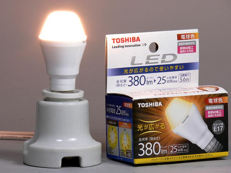 東芝ライテック「E-CORE (イー・コア) LED電球 ミニクリプトン形 5.6W 光が広がるタイプ LDA6L-G-E17/S」。明るさを示す全光束は380lmで、日本電球工業会の基準で、小型電球25W形相当となる