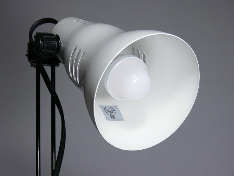 """<strong class="""""""">【E-CORE E17 LDA6LGE17S】</strong><br class="""""""">ミニクリプトン電球と見た目は異なるが、電球は器具内に収まっている。放熱部は白色なのでそれほど気にならない"""