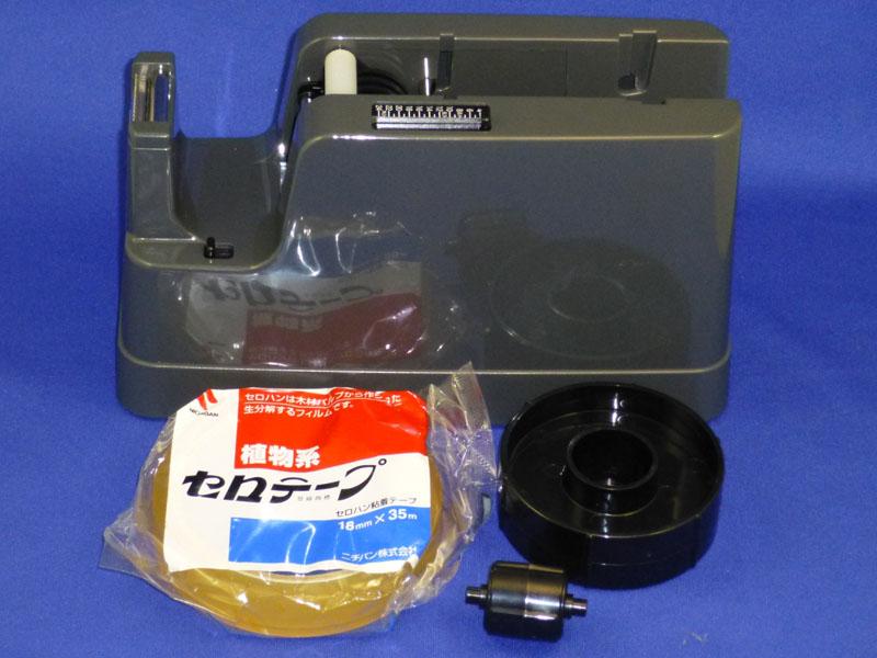 パッケージは本体とリール2つと取扱説明書とシンプルだ。大きさの比較用に一般的なサイズのテープを添えている