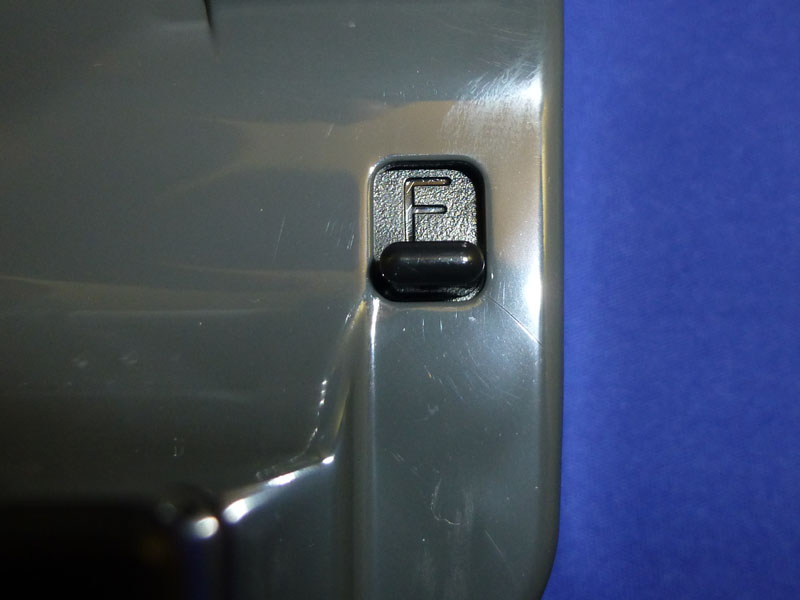 切換えレバーを「F]にすると、通常のテープカッターと同じ動作