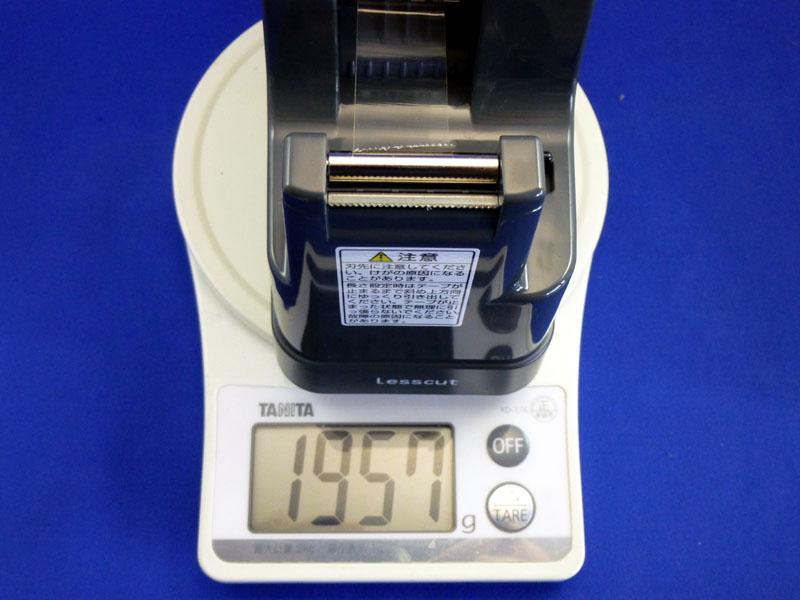 テープカッター本体は、ほぼ2kgあり、とても重い