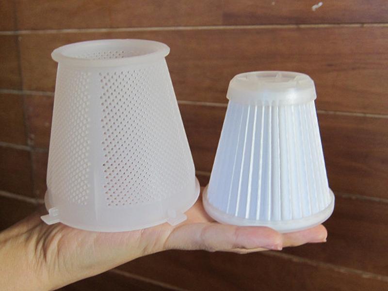 左から、プラスチックフィルターと、HD(高密度集塵)フィルター
