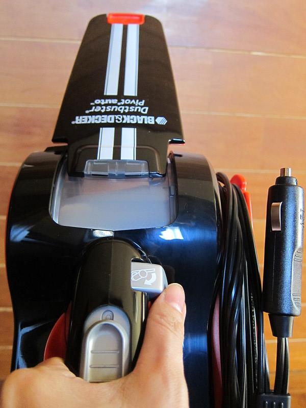 ノズルの角度を変える時は、ハンドルの付け根の「ノズル角度調節ボタン」を押す
