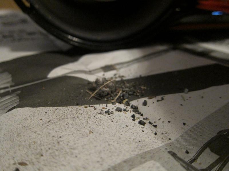 自動車の中には細かい砂利のようなゴミが多いが、しっかり吸い込んでくれていた