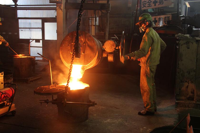 次回は内釜の製造工程を徹底取材。職人の技術や、南部鉄器を作る難しさを紹介するぞ!