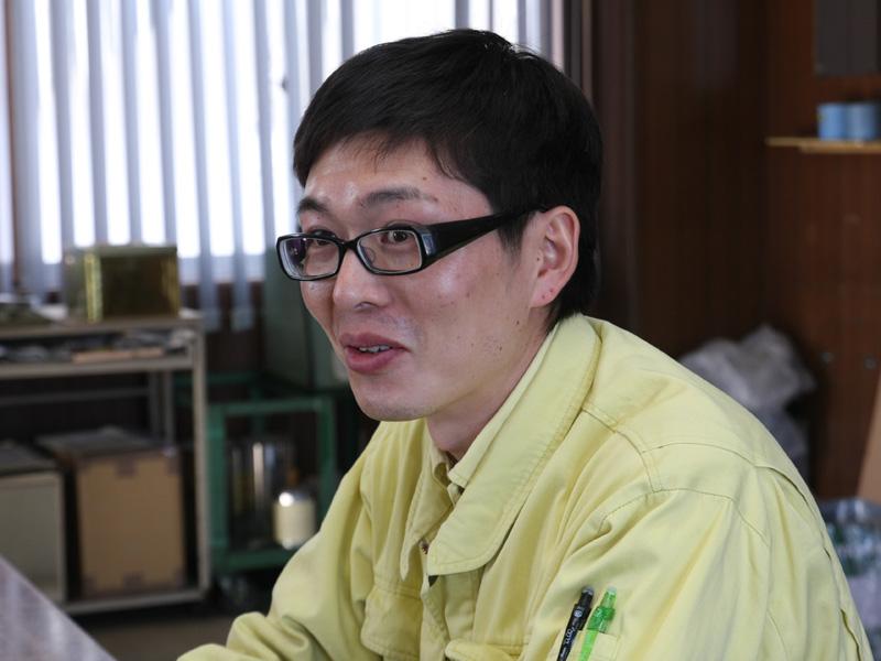 内釜の製造を協力している鋳造会社の田村直人氏
