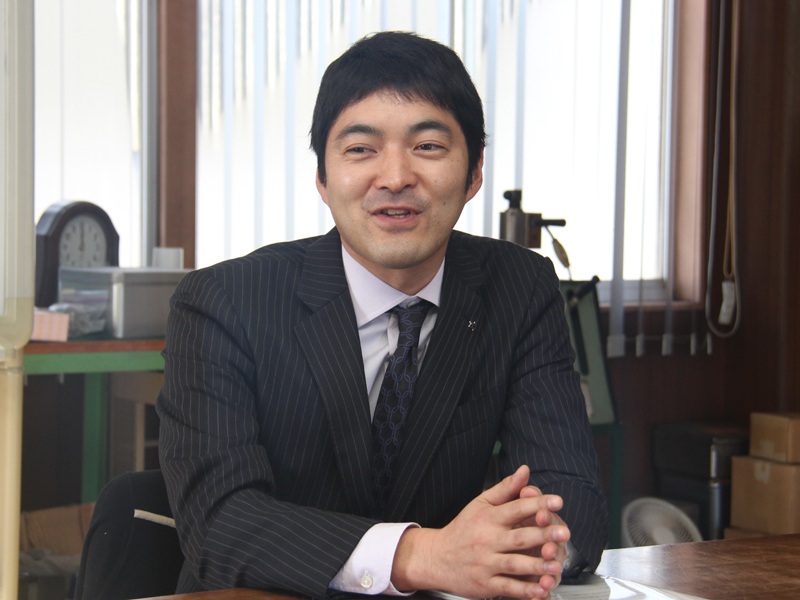 象印マホービン株式会社 第一事業部 サブマネージャーの野間 雄太氏。先にインタビューをした後藤氏に代わって、内釜工場の取材に立ち会っていただいた