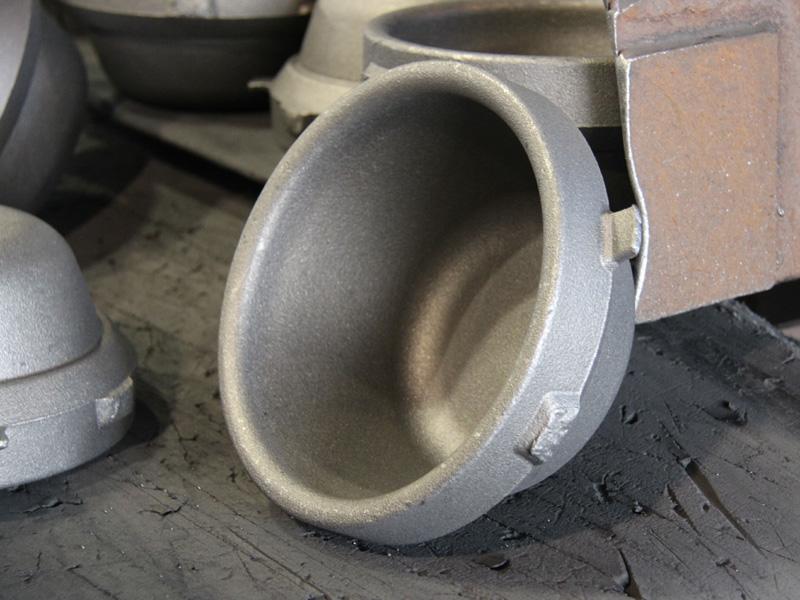 切削前の7kgの内釜。中心部分の気泡がないところだけを使うという、民芸品の南部鉄器以上に贅沢な製造方法だ