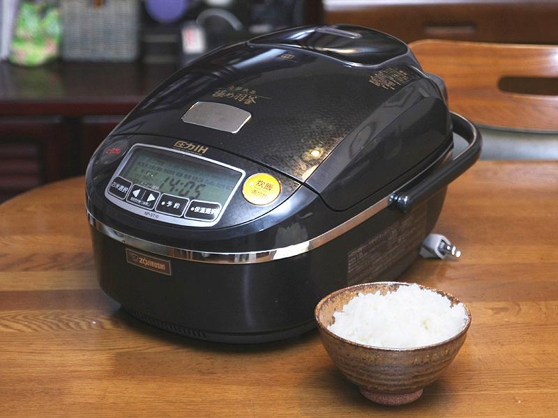 象印の高級炊飯器「南部鉄器 極め羽釜」。希望小売価格は13万円と高いが、おいしいごはんが炊けると評判で人気を博している
