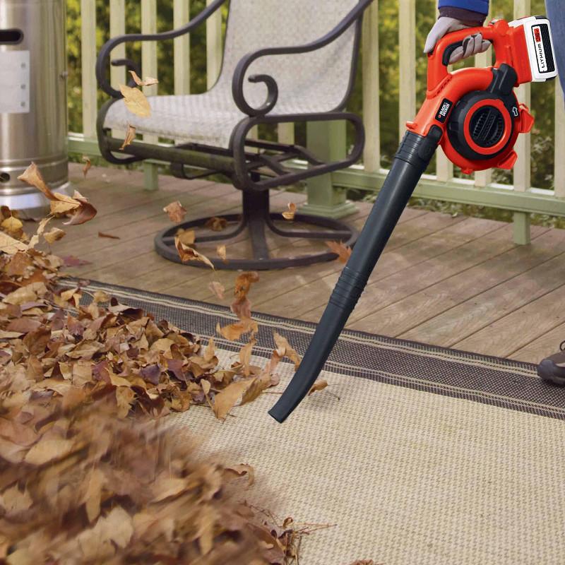 落ち葉や草を吹き飛ばすブロワ機能