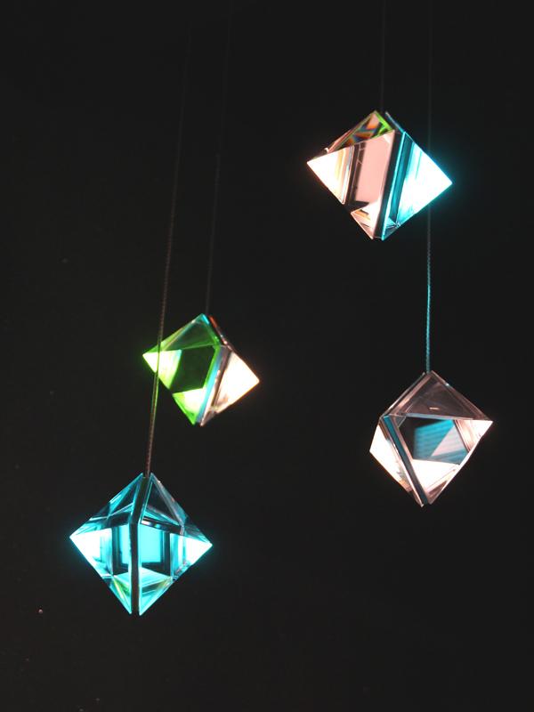 カネカのブースでは、このほかにも多数の有機EL照明が展示されていた