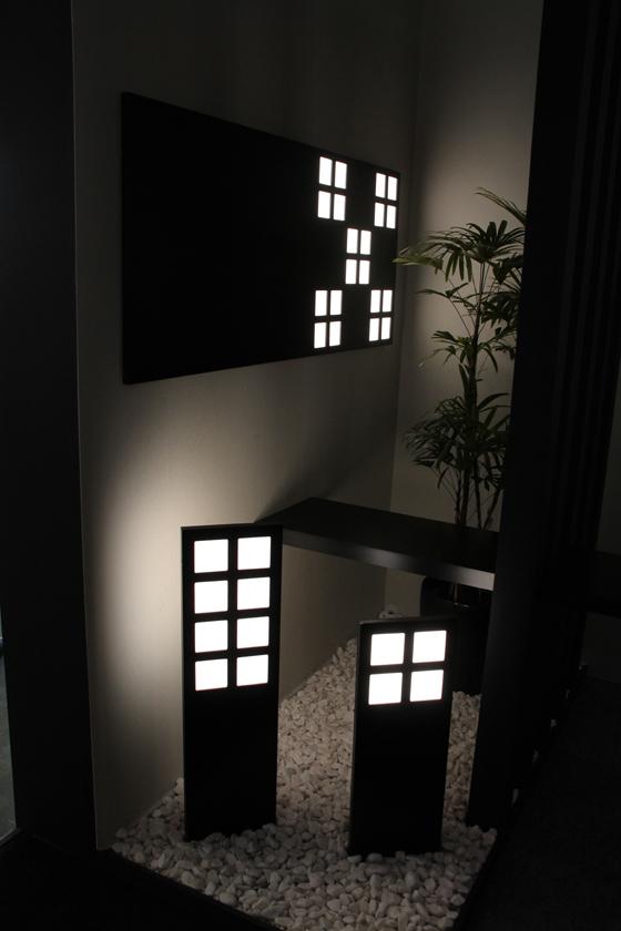 「JAPANEASE MODERN」のコーナー。四角い形状がまるでふすまのようだ