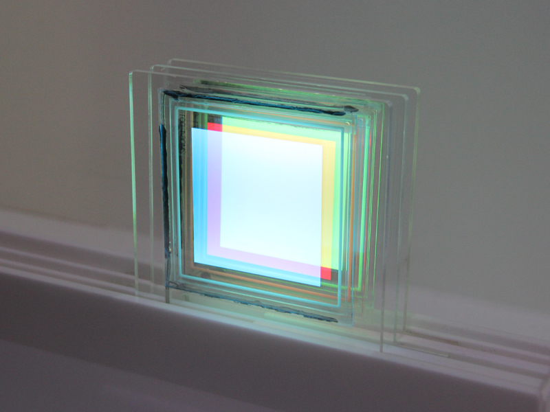 「透明パネル0707」は、カラーのパネルを重ねて色を演出するパネル