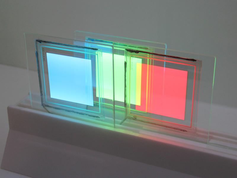 赤・青・緑の三原色を組み合わせて、有機ELの使い型や用途を発想するためのものという