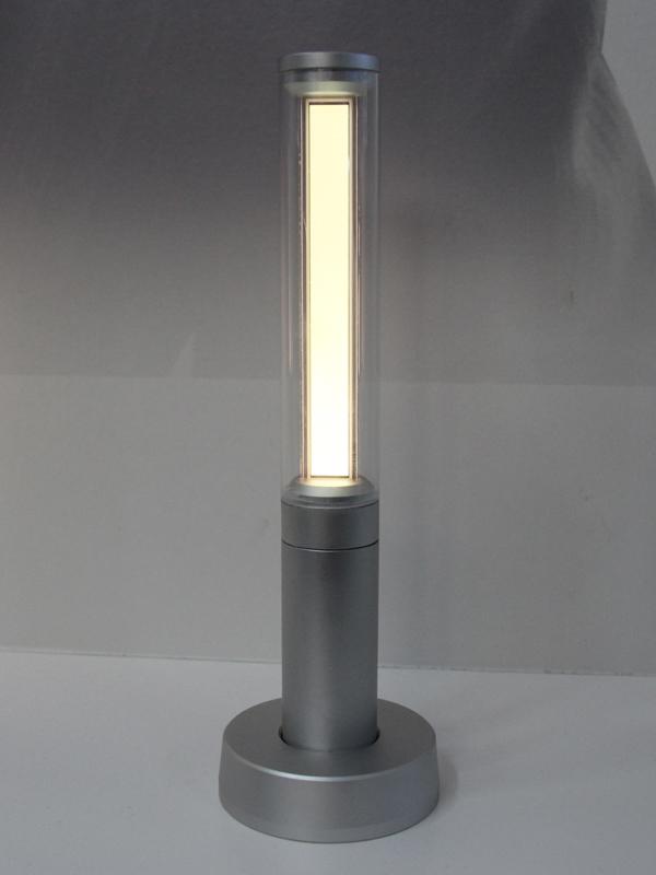 写真は「Candle Light」。細長い有機ELパネルが内蔵されている