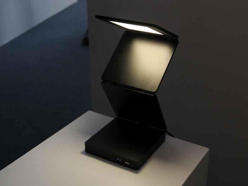 デスクライトやベッドサイドで使用する「ORIGAMI」