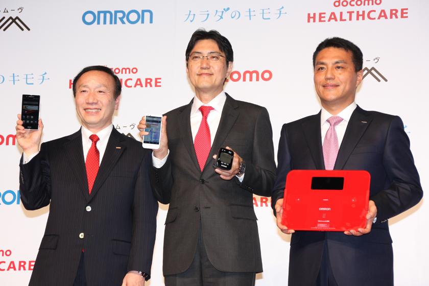 左からNTTドコモ 加藤薫代表取締役社長、ドコモ・ヘルスケア 竹林一 代表取締役社長、オムロン 山田義仁 代表取締役社長