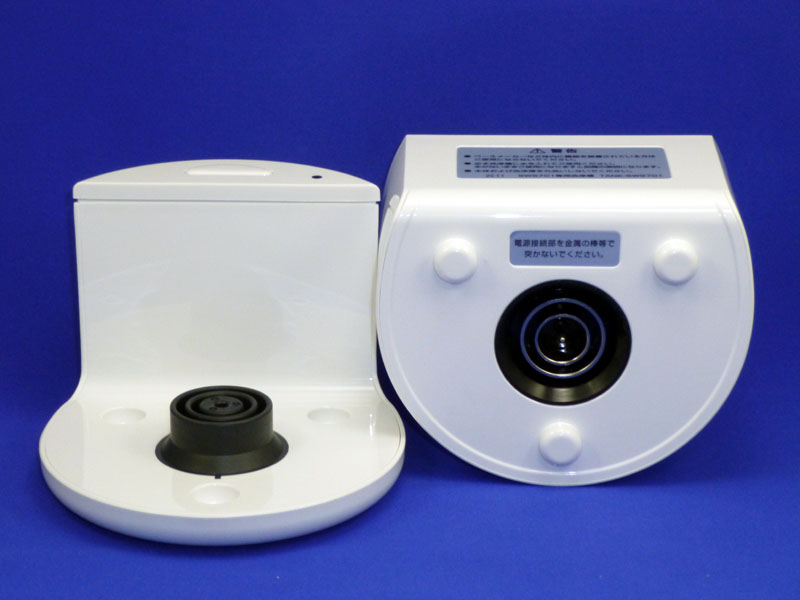 左の本体と、右の洗浄槽は電極でつながる