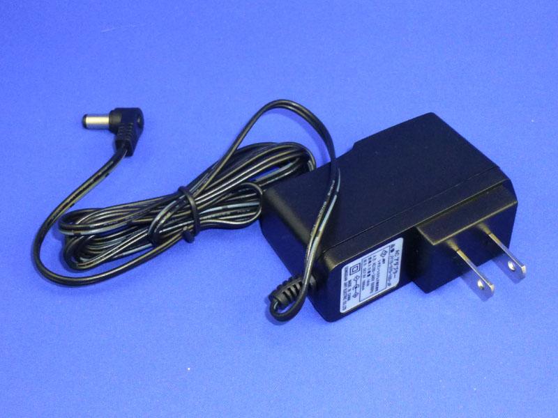 ACアダプターはパソコンの周辺機器に多いコンパクトなタイプ
