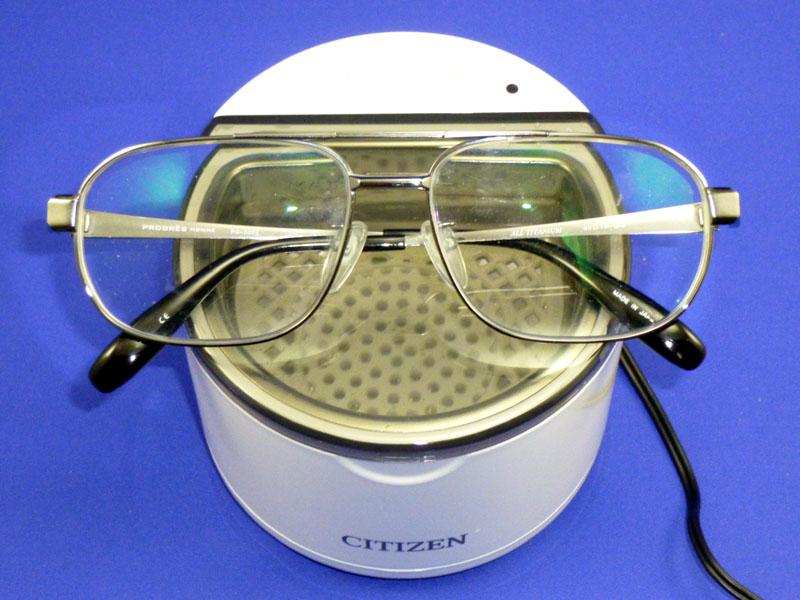 メガネは洗浄槽に入らないので洗えない