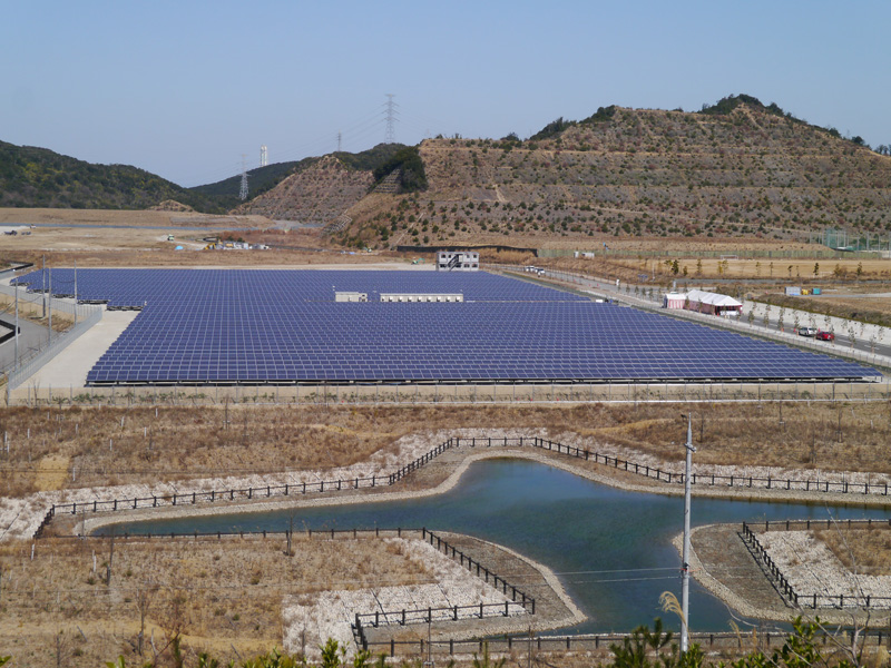 3月1日から稼働させた大阪府のシャープ多奈川太陽光発電所