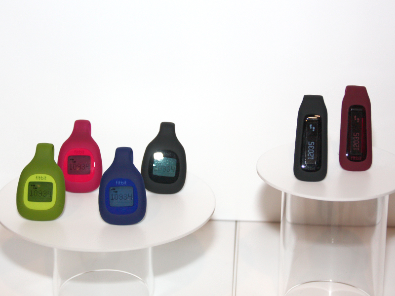 本体カラーはfitbit zipが4色、fitbit oneが2色展開