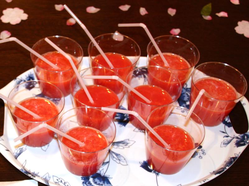 「いちごオレンジジュース」は、子供が好きそうな、甘く濃厚でフルーティーなジュースだった