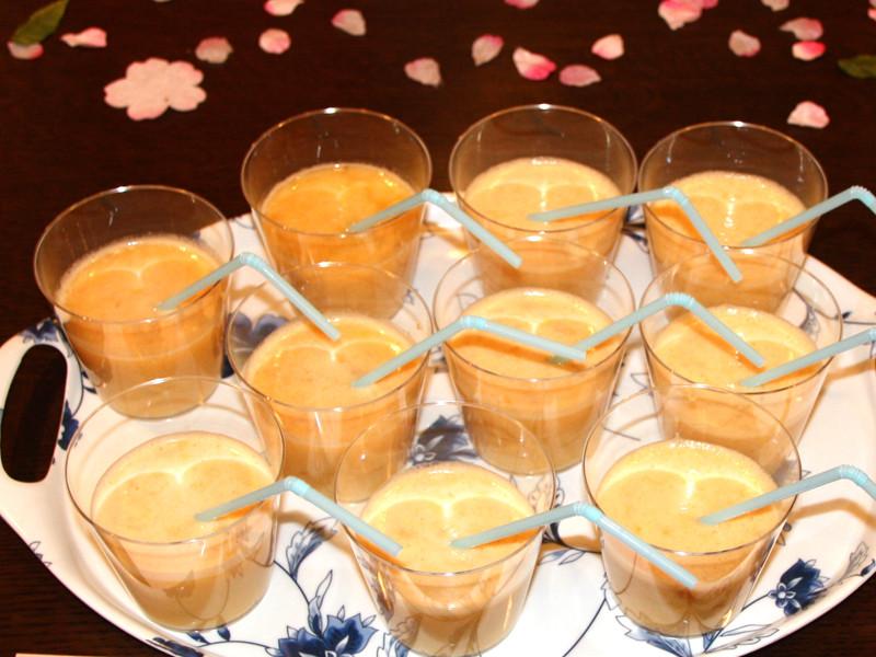 「豆乳りんごオレンジジュース」は、果物の甘みが豆乳で中和され、コクがある味わいで、気に入った