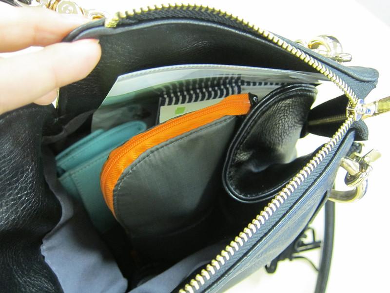 バッグにすっぽりとおさまる
