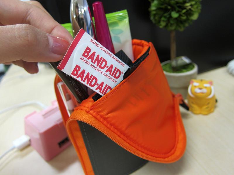 ポケットにはバンドエイドなどの小物を入れておける