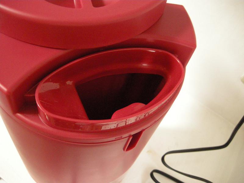 水タンクは保温性の高い二層構造タンク