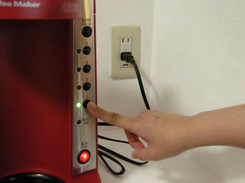 抽出する杯数分の「蒸らしボタン」を押す