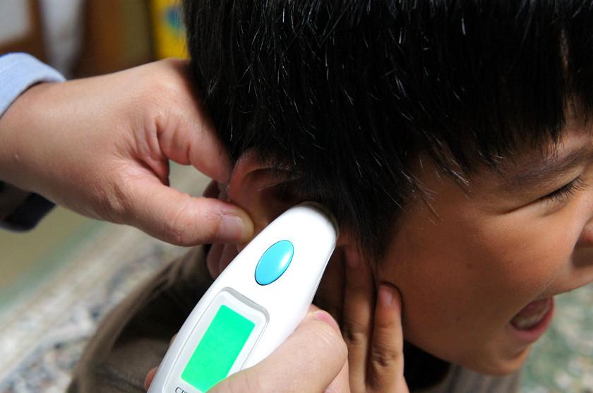 5才の息子に試す。耳が大きいので計測しやすい
