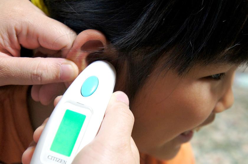 8才の娘は耳の穴が小さいのでちょっとやりづらい。最初はよくわからず、グリグリやったら「痛い」と怒られた