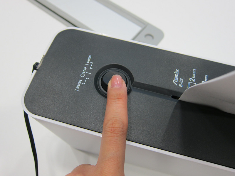 「REVERSE」ボタンを押すと、紙を引き抜ける