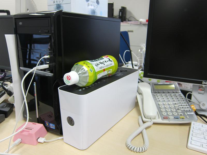 周りに人がいる時間帯は音が気になって使えず、朝、同僚の出社前に使用した。使わないときは物置き台に