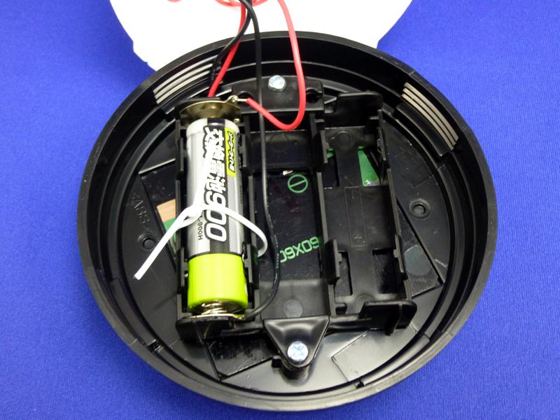 電池は2個入るスペースがあるが、片方しか配線されていない。両方使えるようにした強力バージョンも出してほしい