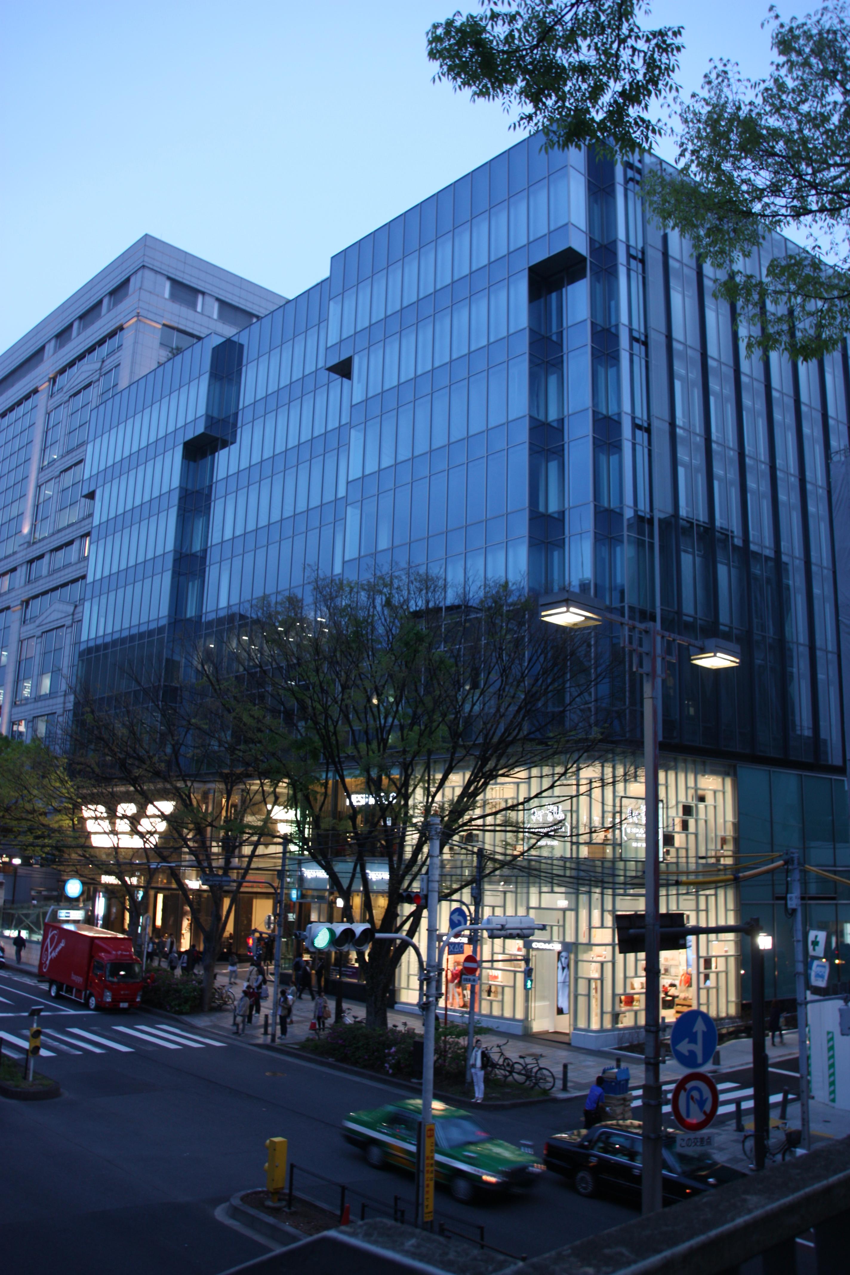 4月4日にオープンした複合商業施設「oak omotesando」