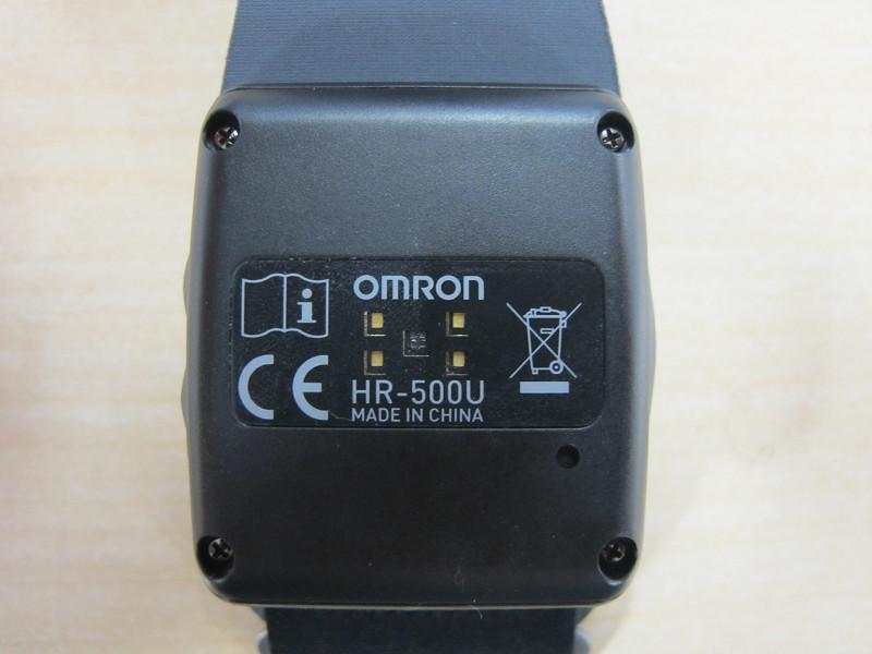 背面に脈拍を測るセンサーを搭載