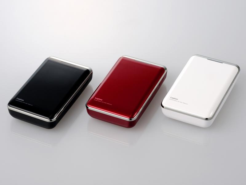 大容量モバイルバッテリー LPB-78U2シリーズ。左からカラーはピアノブラック、ワインレッド、ピュアホワイト